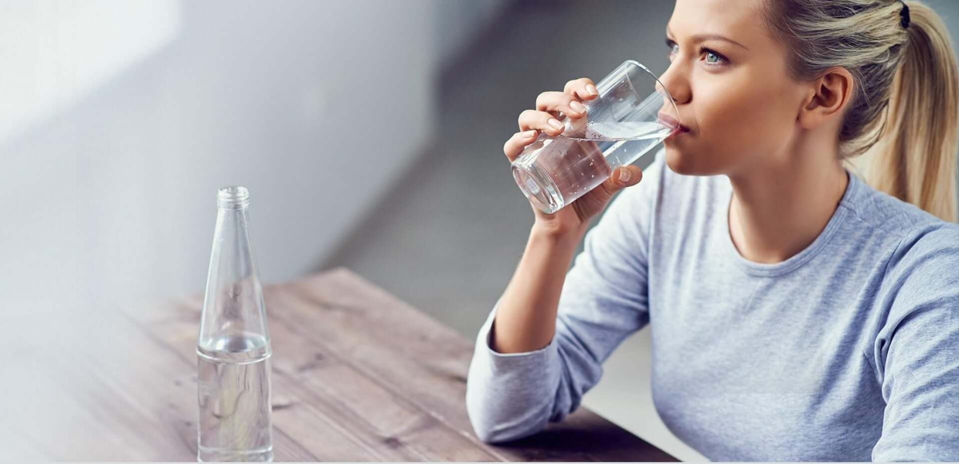 لاغری صورت با نوشیدن آب