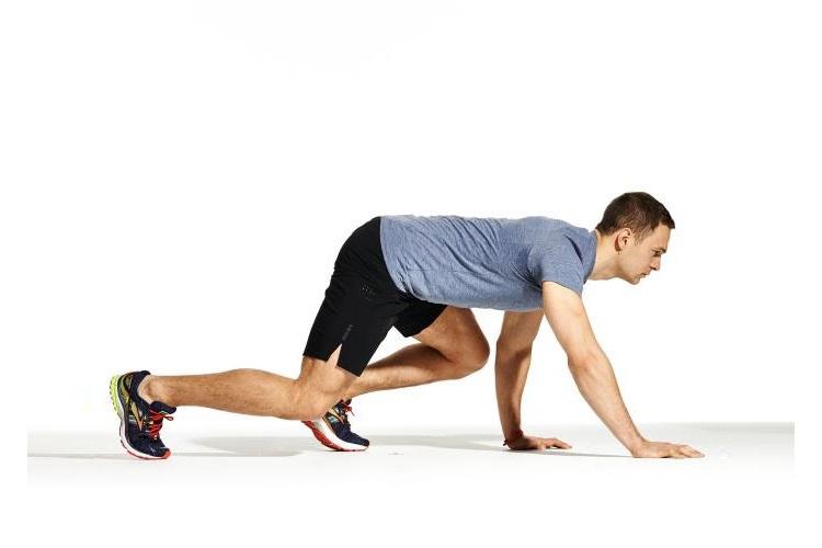 کاهش حجم باسن با حرکت Sideways Bear Crawl